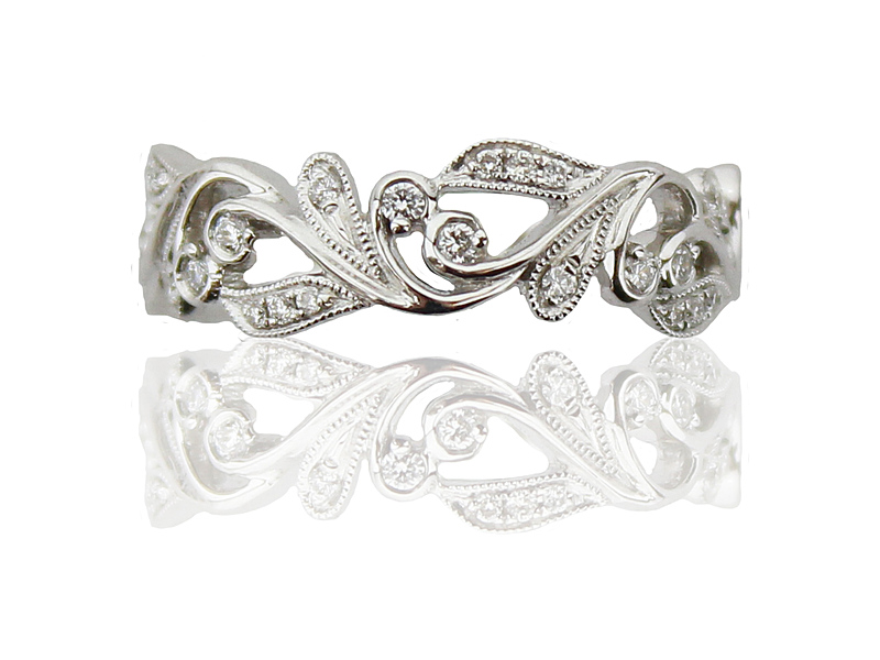 8108023_18ct_White_Gold_Vintage_Style_Diamond_Ring_